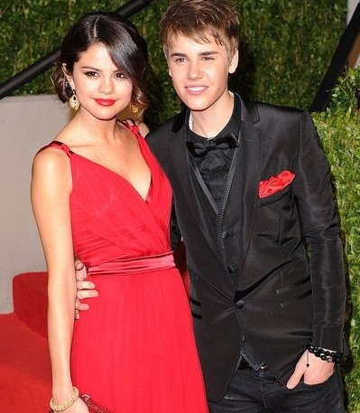justin bieber dan selena gomez in academy awards 2011 justin bieber and selena gomez in academy awards 2011