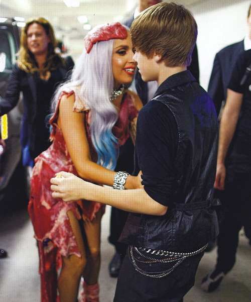 justinbieberhugladygagameat Justin Bieber and Lady GaGa Perform Together at 2011 Bambi Awards